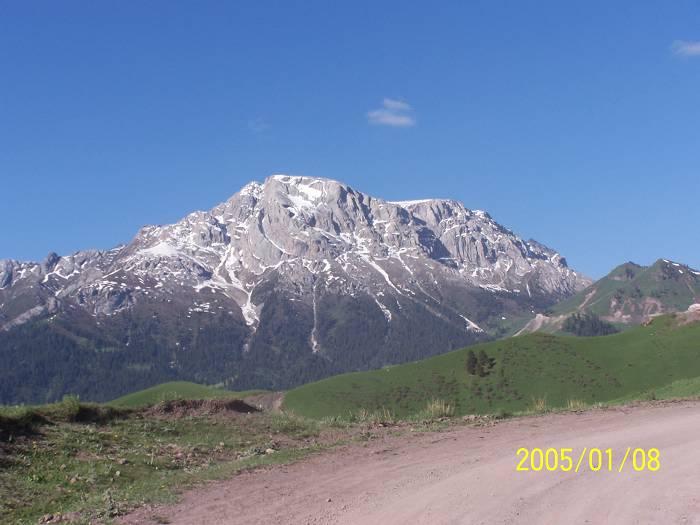 攀登察布查尔县白石峰有感