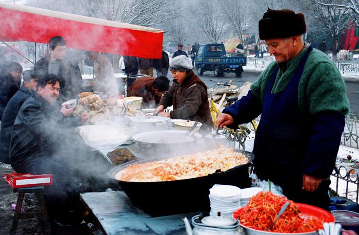 2007年古尔邦节里的伊宁市汉人街掠影