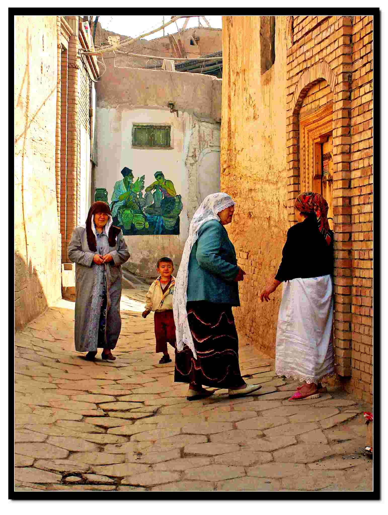 阳光下的新疆喀什噶尔古巷