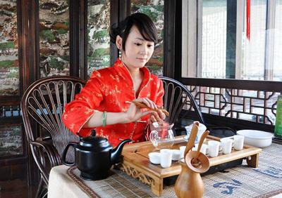 ・[原创]慈溪街报网访谈专题-今天的受访者是位于江东区百丈路104号润心湘菜馆的经理
