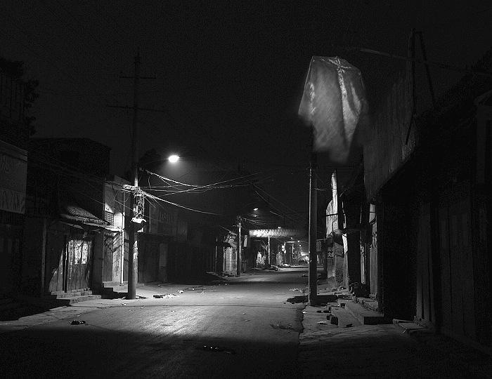 汝州中大街黑白底色:走过记忆的街道-碰碰车
