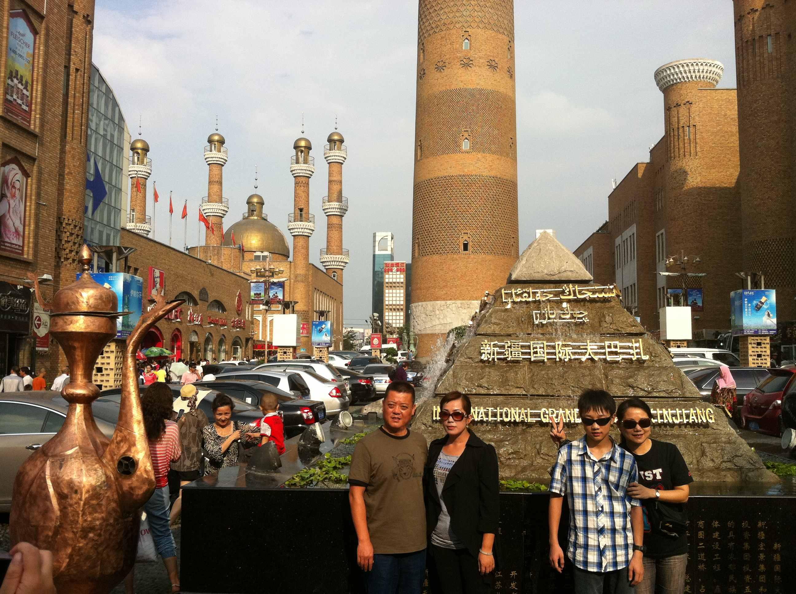 """2004年入选乌鲁木齐市""""十佳建筑"""",具有浓郁的伊斯兰建筑风格,在涵盖了"""